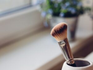 makeup-brush-window